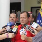 tmp_12422-RDP Gobernador con Ysmel Serrano de PDVSA (2)-544216567